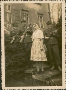 [Żołnierka i żołnierze Olsztyn 1949. 1]