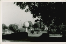 [Pomnik na Placu PCK w Mrągowie 1993. 1]