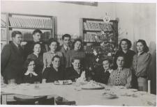 [Spotkanie świąteczne bibliotekarzy z Morąga w grudniu 1955 r.]