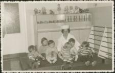 [Dzieci w żłobku 1974]