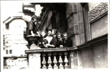 [Bibliotekarze Powiatowej i Miejskiej Biblioteki Publicznej w Mrągowie 1957]