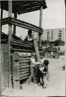 [Plac zabaw na osiedlu Grunwaldzkim w Mrągowie. 6]