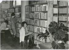 [Wypożyczalnia dla dorosłych Powiatowej i Miejskiej Biblioteki Publicznej w Mrągowie. 2]