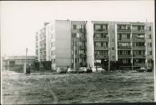 [Na budowie osiedla Mazurskiego w Mrągowie 1990. 1]
