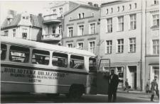 [Bibliobus Biblioteki Objazdowej WiMBP w Olsztynie na rynku w Bydgoszczy]