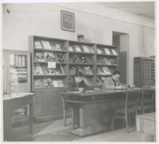 [Czytelnia czasopism Wojewódzkiej i Miejskiej Biblioteki Publicznej w Olsztynie w Starym Ratuszu. 1]