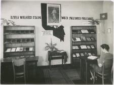 [Wnętrze Wojewódzkiej Biblioteki Publicznej w Olsztynie w Starym Ratuszu]