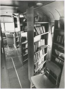 [Wnętrze bibliobusu Biblioteki Objazdowej WBP w Olsztynie. 2]