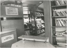 [Wnętrze bibliobusu Biblioteki Objazdowej WBP w Olsztynie. 3]