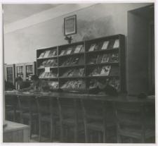 [Czytelnia czasopism Wojewódzkiej i Miejskiej Biblioteki Publicznej w Olsztynie w Starym Ratuszu. 2]