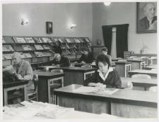 [Czytelnia Wojewódzkiej i Miejskiej Biblioteki Publicznej w Olsztynie w Starym Ratuszu. 2]