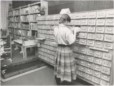 [Katalog kartkowy w czytelni naukowej Wojewódzkiej Biblioteki Publicznej w Olsztynie w Starym Ratuszu]