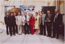 """[Zdjęcie zbiorowe członków kapituły, nominatów i laureatów Literackiej Nagrody Warmii i Mazur """"Wawrzyn"""" (2007)]"""