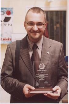"""[Szymon Drej laureat Literackiej Nagrody Warmii i Mazur """"Wawrzyn"""" (2007). 2]"""