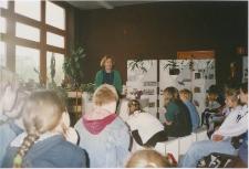 [Spotkanie autorskie z Wandą Chotomską w Oddziale Literatury Zagranicznej WBP w Olsztynie. 2]
