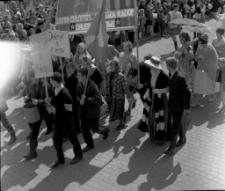 Pochód pierwszomajowy w Mrągowie 1967. [7]