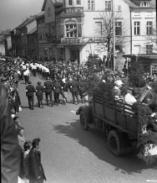 Pochód pierwszomajowy w Mrągowie 1967. [8]