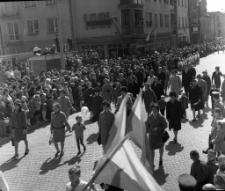 Pochód pierwszomajowy w Mrągowie 1967. [16]