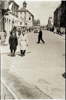 Ulica Ratuszowa po pochodzie pierwszomajowym 1965