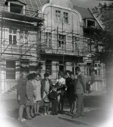 [Bibliotekarze na Placu Wolności w Mikołajkach. 2]
