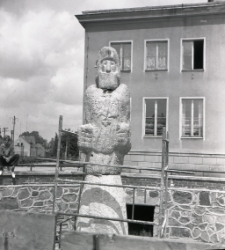 [Pomnik Rocha przed odsłonięciem Mrągowo 1969. 4]