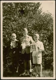 [Grupa chłopców przystępujących do Pierwszej Komunii Świętej Mrągowo 1947]