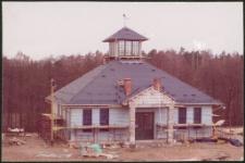 Budowa ratusza w Miasteczku Westernowym Mrongoville. [2]