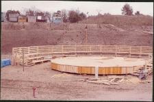 Budowa estrady w Miasteczku Westernowym Mrongoville. [1]