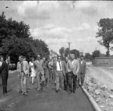 [Delegacja na ulicy Lenina w Mrągowie 1969. 1]