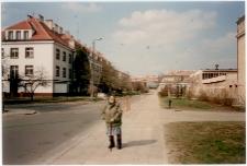 Zofia Prusik podczas spaceru w olsztyńskim Kortowie