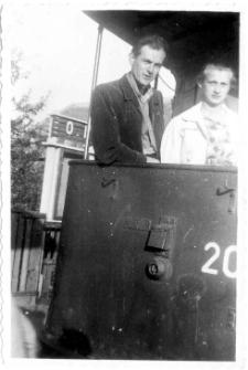 [Fotograf Ryszard Sternik w olsztyńskim tramwaju]