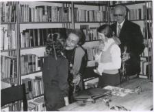 [Spotkanie autorskie z Aliną i Czesławem Centkiewiczami w Miejskiej Bibliotece Publicznej w Mrągowie. 3]