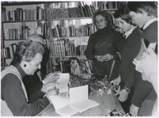 [Spotkanie autorskie z Aliną i Czesławem Centkiewiczami w Miejskiej Bibliotece Publicznej w Mrągowie. 4]