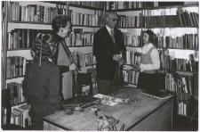 [Spotkanie autorskie z Aliną i Czesławem Centkiewiczami w Miejskiej Bibliotece Publicznej w Mrągowie. 5]