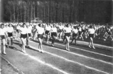 [Impreza sportowa na Stadionie Leśnym w Olsztynie - 1952 r.]