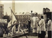 [Poświęcenie sztandaru Solidarności Rominckiego Kombinatu Rolnego na placu Zwycięstwa w Gołdapi. 26.04.1981 r. 5]