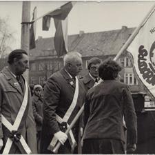 [Poświęcenie sztandaru Solidarności Rominckiego Kombinatu Rolnego na placu Zwycięstwa w Gołdapi. 26.04.1981 r. 7]
