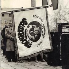[Poświęcenie sztandaru Solidarności Rominckiego Kombinatu Rolnego na placu Zwycięstwa w Gołdapi. 26.04.1981 r. 10]