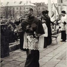 [Poświęcenie sztandaru Solidarności Rominckiego Kombinatu Rolnego na placu Zwycięstwa w Gołdapi. 26.04.1981 r. 12]