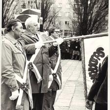 [Poświęcenie sztandaru Solidarności Rominckiego Kombinatu Rolnego na placu Zwycięstwa w Gołdapi. 26.04.1981 r. 16]