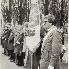 [Poświęcenie sztandaru Solidarności Rominckiego Kombinatu Rolnego na placu Zwycięstwa w Gołdapi. 26.04.1981 r. 18]