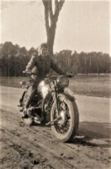 """[Motocyklista Zrzeszenia Sportowego """"Kolejarz"""" Olsztyn. 1]"""