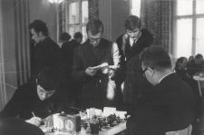 [Rozgrywki szachowe podczas spotkania towarzyskiego olsztyńskich szachistów. 3]