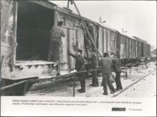 [Remont wagonów towarowych w olsztyńskiej Wagonowni]