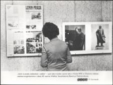 """[Wystawa """"Lenin w prasie, malarstwie i rzeźbie"""" w olsztyńskim klubie MPiK]"""