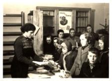 [Bibliotekrze Powiatowej Biblioteki Publicznej w Mrągowie. 2]