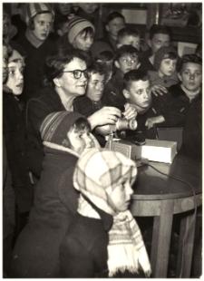 [Projekcja filmu w Oddziale dla dzieci w Powiatowej i Miejskiej Biblioteki Publicznej w Mrągowie 1963. 1]