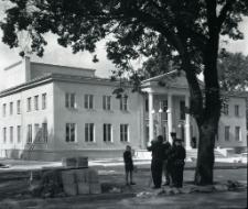 Dom kultury w Mrągowie przed otwarciem 1963. [2]