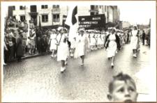 Pochód pierwszomajowy w Mrągowie 1961. [3]