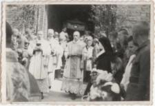 [Wyjście procesji Bożego Ciała z katedry św. Jakuba w Olsztynie w 1946 r. 1]